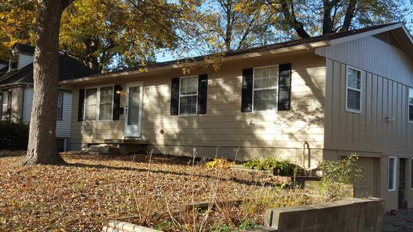8404 Booth Ave, Raytown, MO 64133